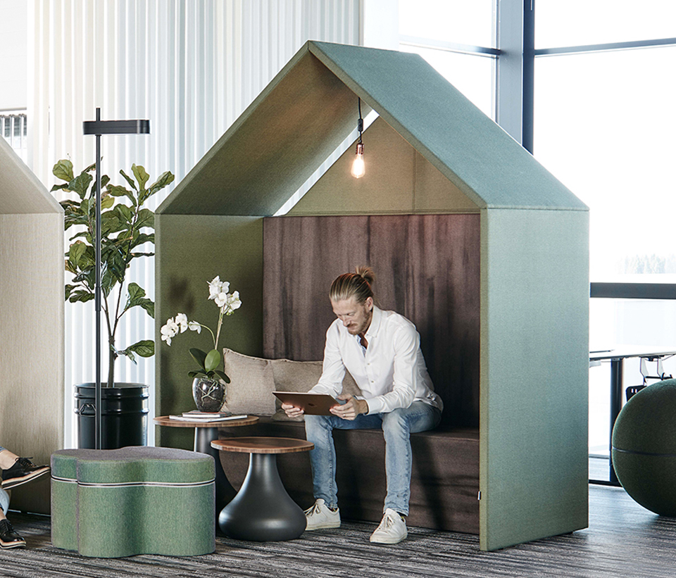 Ljudabsorberande Half A Hut interior