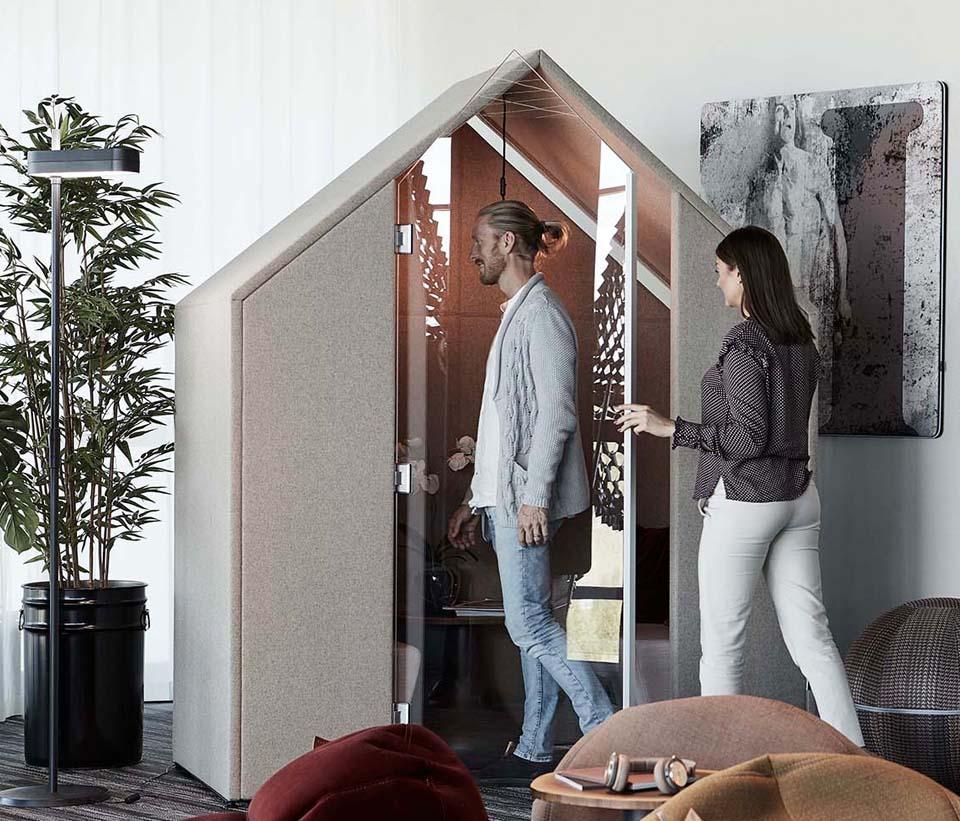 Half A Hut med frontskärmar och dörr